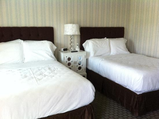 The Milestone Inn: Double bed