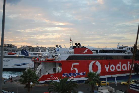 Hellenic Seaways: leaving pireaus