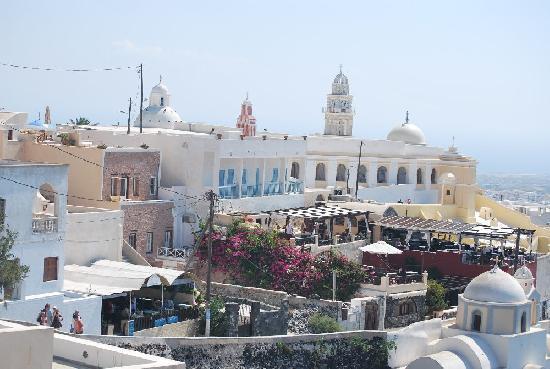 Santorini, Yunanistan: approaching fira town