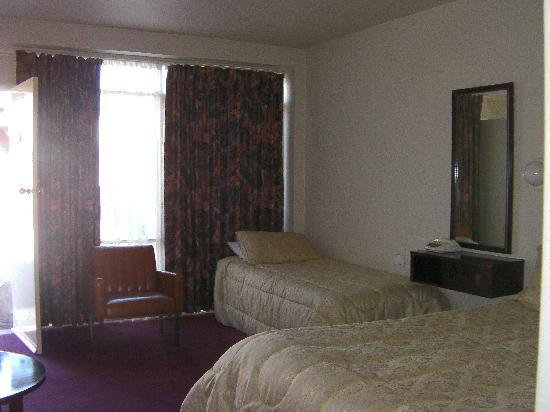 Commodore Motor Inn: Twin Room