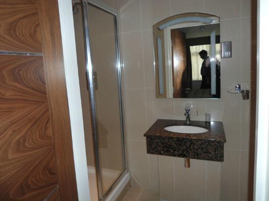 Oliver Hotel: Bagno