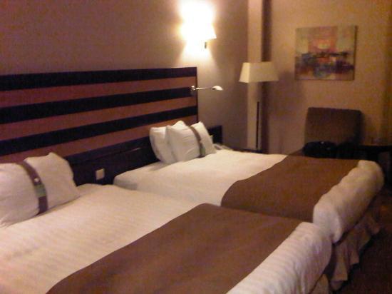 Holiday Inn Riyadh - Al Qasr : Spacious Room a bit old
