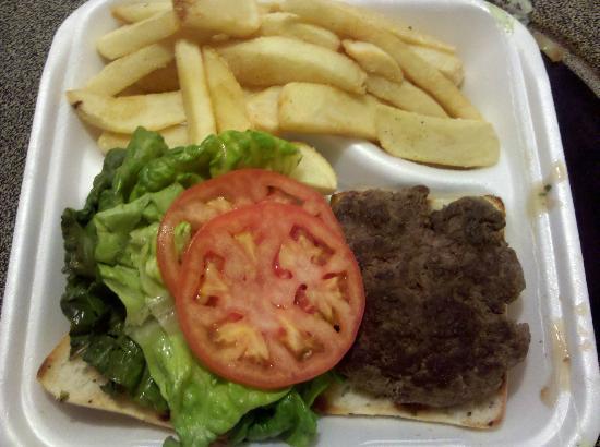 Kula Bistro: Hamburger with fries