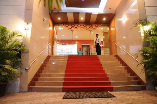 Hotel Maitreyas: intrance of hotel
