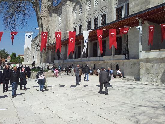 Fatih-Moschee (Fatih-Camii): Il piazzale antistante l'ingresso