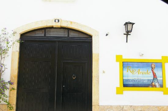 ريو أرادي مانور هاوس: Entrada al hotel