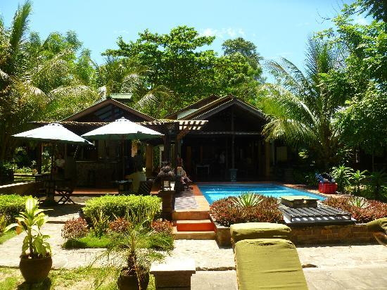 The Village Bunaken: bunaken pool and bar