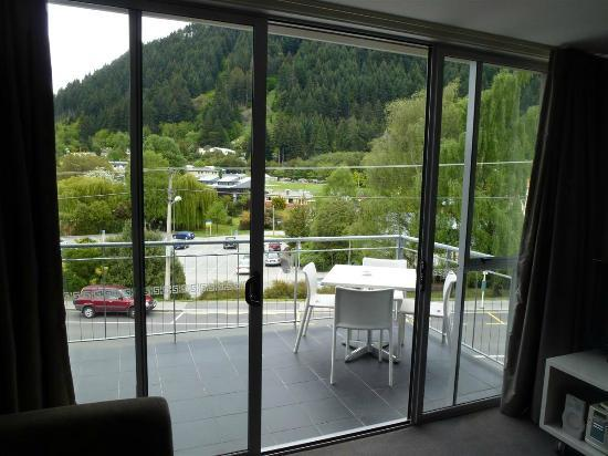 Whistler Holiday Apartments: Terraza