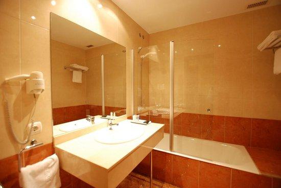 Andia Hotel Pamplona: Baño