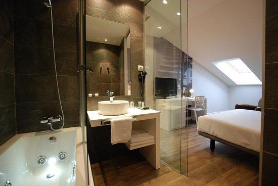 Andia Hotel Pamplona: Baño habitación Deluxe