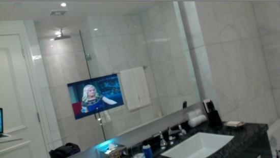 Trump International Hotel & Tower Toronto: In the bathroom there is a TV