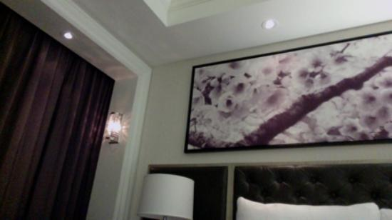 The Adelaide Hotel, Toronto : Nice decor and paintings