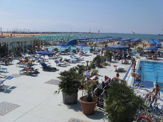 Tra piscina e spiaggia - Foto di Balena, Viareggio - TripAdvisor