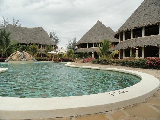 Ocean Beach Resort & Spa: The poolside cottages