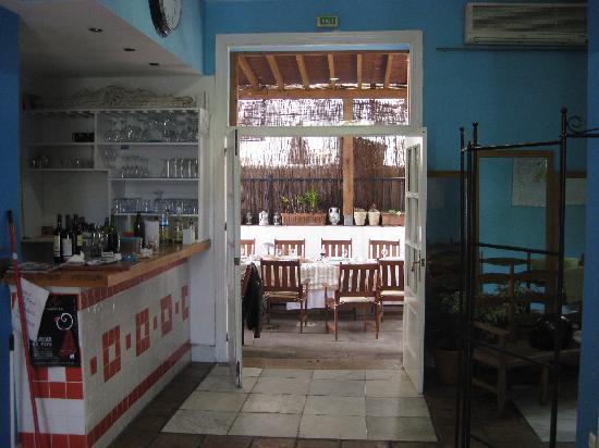 Las Acacias Hostal: hall and patio hostel malaga Las Acacias
