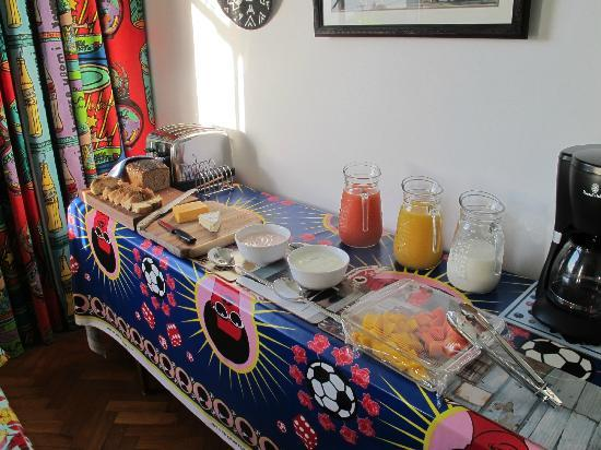 Blue On Blue Bed & Breakfast: Le petit déjeuner !