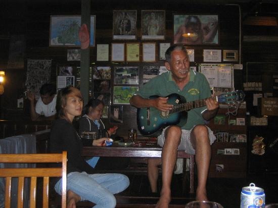 Kinabatangan Jungle Camp: The impromptu singalong