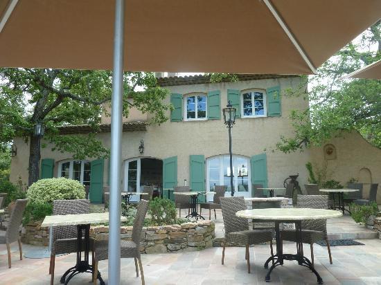 Terrasse ombragée de la VERDOYANTE - Picture of La Verdoyante ...