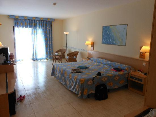 Hotel Coronas Playa: room