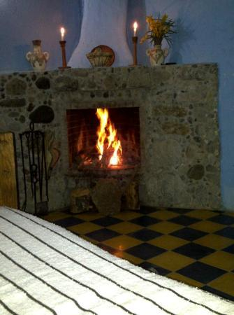 Auberge Dardara: The fireplace