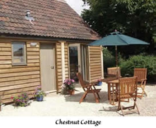 Barn Cottages at Lacock: Outside Chestnut Cottage
