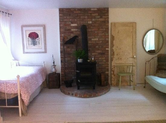 7 Willows Bed & Breakfast: Garden Room Exposed Brick Woodstove