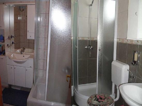 Apartments Avdic: Bathrooms