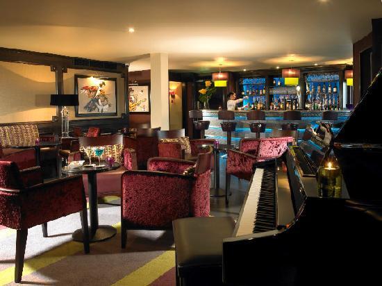 Thomas Moore Tavern: The Piano Bar