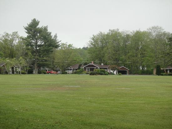 Crescent Lodge & Country Inn: cottages