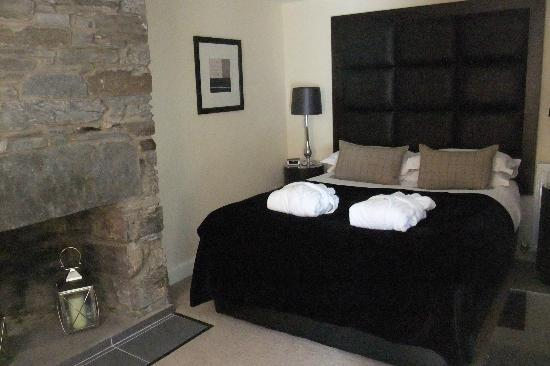 Kenmore Hotel: One of the new renovated rooms, very comfortable