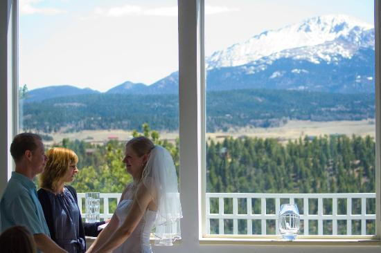 Pikes Peak Paradise Bed and Breakfast: Vow renewal ceremony