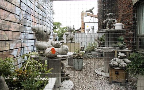 Drake Hotel Toronto: Exterior Art