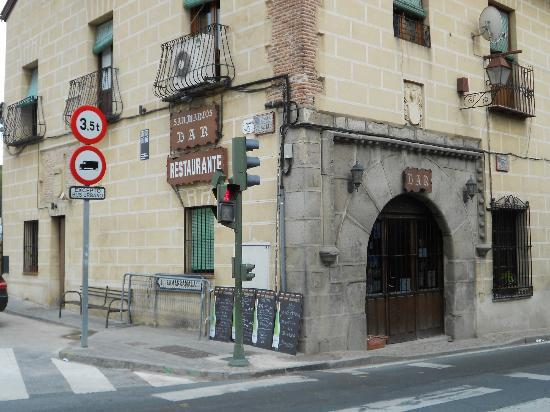 Hotel Alcazar -- Segovia: Restaurant on the corner, about 30 meters away