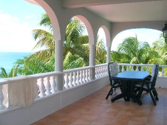 Caribbean Sea View Holiday Apartments: Moonlight Balcony