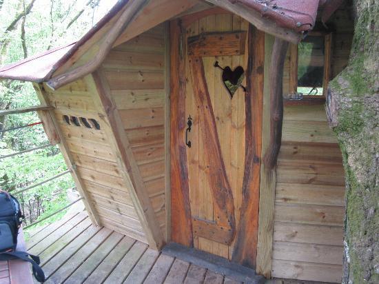 Les Cabanes du Bois Landry: l'entrée de la cabane