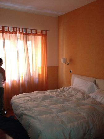 Napoliday Bed & Breakfast - Residence: la camera n8 al 2do piano