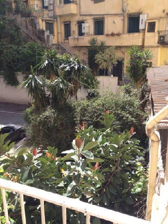 Napoliday Bed & Breakfast - Residence: il cortiletto interno