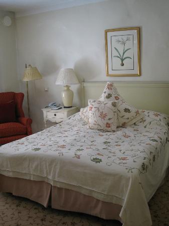 Hotel Schlossle: кровать