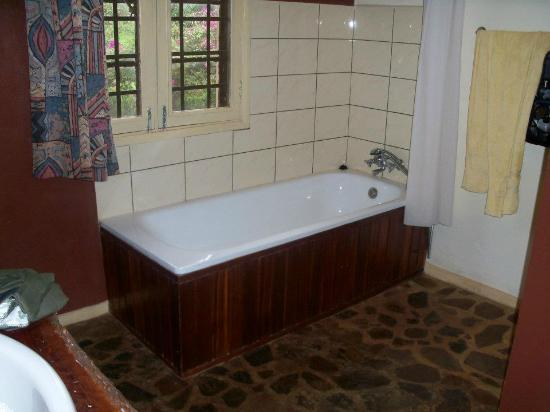 Surjio's Guest House: Remodeled Bathroom