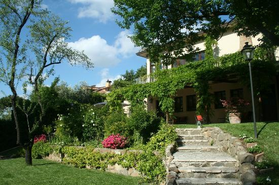Villa Magnolia Relais: Garden in the Middle of Rome
