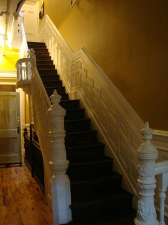 Bed and Breakfast Mont Morris: escaleras de acceso al primer piso (habitaciones)