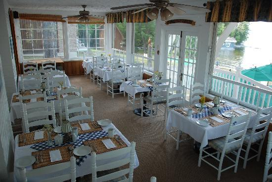 Shamrock Lodge: Spectacular Lake side dining