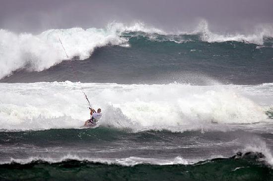 Kingfisher Resort: huge waves