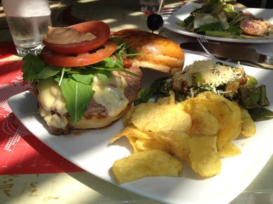 Flights by Vinoteca: the Angus burger!