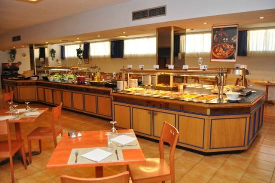 Sol Puerto Playa Hotel: Vista del bufé del almuerzo (medio día)
