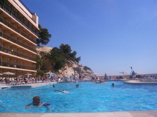 Globales Cala Vinas: pool area