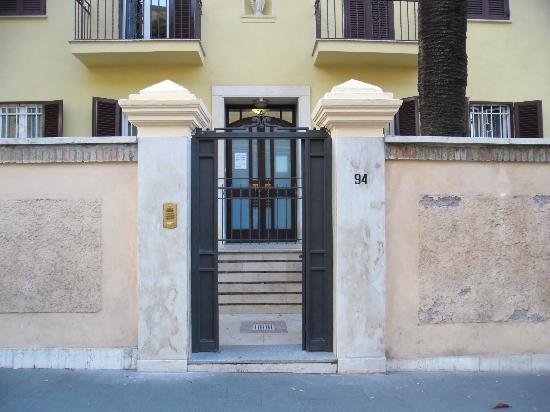 """Casa di Accoglienza """"Paolo VI"""": fronte HOTEL"""