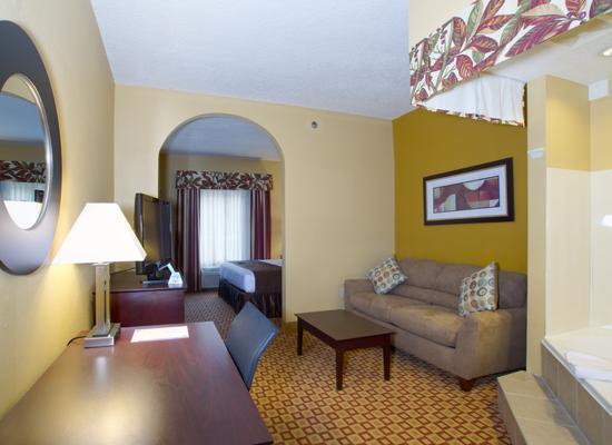 Best Western Plus Bradenton Hotel & Suites: Jacuzzi Suite