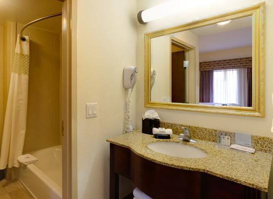 Hampton Inn & Suites The Villages: Guest Bathroom