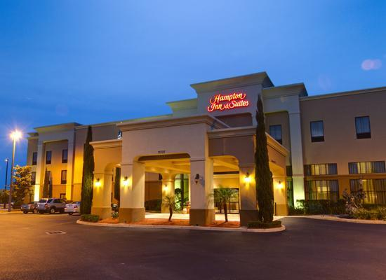 Hampton Inn & Suites The Villages: Exterior at Night